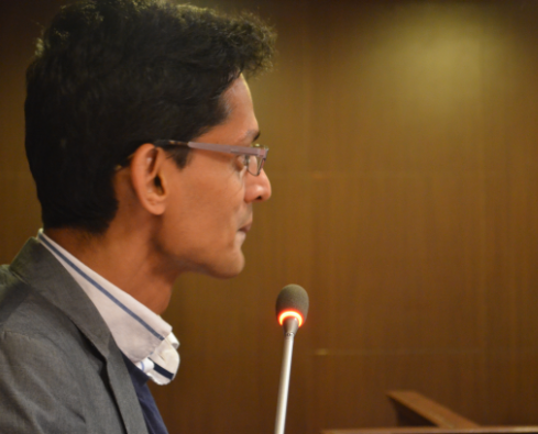 Photo of Shamnad speaking on a microphone